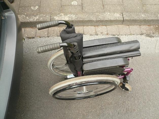 Rollstuhl zusammengefaltet
